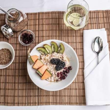 Honigmüsli mit Joghurt & Früchten